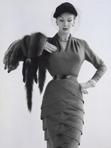 Barbara Goalen con vestido de Lily Schroter, 1951