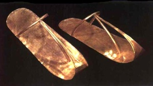 Sandalias de oro de Sheshonq II (ca. -890) Dinastía XXII. Tanis.  Museo Egipcio del Cairo