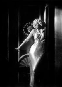 """Jean Harlow vestida de Gilbert Adrian en """"Cena a las ocho"""" (1933)"""