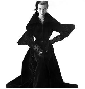 Mary Jane Russell en abrigo de Charles James. Fotografía de Irving Penn para
